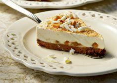 Το κλασικό κι αγαπημένο cheesecake συναντά την καραμέλα, δίνοντας μια τούρτα απίστευτα λαχταριστή!