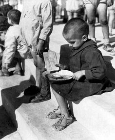 Greece, Μalnourished child holding ration coupon is about to try some… Greek History, World History, World War Ii, Old Pictures, Old Photos, Vintage Photos, Lest We Forget, Wwii, Just In Case
