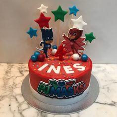 Tarta buttercream estrellas y PJ Masks. Birthday Cake, Desserts, Food, Fondant Cakes, Lolly Cake, Candy Stations, One Year Birthday, Stars, Tailgate Desserts