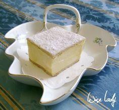 Férjem kedvenc süteménye a krémes, ezért aztán jeles alkalmakkor készítek neki. Tavaly odáig fajult a dolog, hogy franciakrémes-tortát kapo...