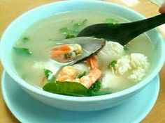Potak Seafood Soup Thailand Recipe in 10 Minutes! You don't need to cook the soup broth for hours. Learn how to cook your seafood soup in a matter of minutes. Thai Shrimp Soup, Fish Soup, Seafood Soup, Real Food Recipes, Soup Recipes, Cooking Recipes, Yummy Food, Recipies, Learn To Cook