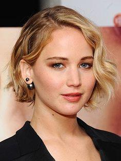 Jennifer Lawrence wavy bob with peach blush and lipstick | allure.com