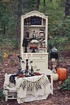 A Spooky Haunted Forest Party For Halloween Retro Halloween, Childrens Halloween Party, Classy Halloween, Rustic Halloween, Holidays Halloween, Spooky Halloween, Halloween Themes, Halloween Decorations, Halloween Parties