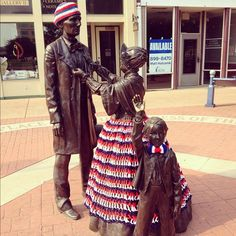 The Lincolns were yarn bombed!