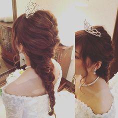 リアルアナユキ〜♡ な、お嫁ちゃん(*´ω`*) 袖ありのクラシカルドレスとロングヘアの編み込みは相性ばつぐんだわ♡  #ウエディング #wedding  #ティアラ #ブライダル #ブライダルヘア #ブライダルヘアメイク #hair #編み込み  #編み込みスタイル #アナユキ