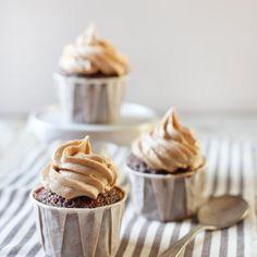 Cupcake al cioccolato con crema al burro di arachidi
