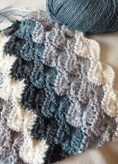 Starburst crochet stitch. Rowan baby merino silk DK 4 colors a dark charcoal, slateblue, grey and cream? #crochetstitches