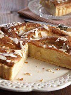 Τάρτα με κυδώνια και αμύγδαλα - www.olivemagazine.gr Types Of Food, French Toast, Cheesecake, Sweets, Breakfast, Desserts, Recipes, Pies, Morning Coffee