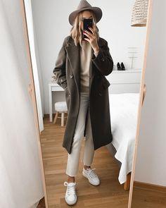 International Shopping: Shop women's fashion that ships internationally Look Fashion, Paris Fashion, Fashion Outfits, Womens Fashion, Fashion Clothes, Simple Outfits, Fall Outfits, Casual Outfits, Mode Blog