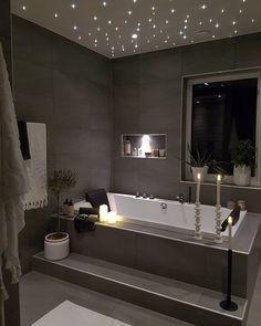 Une salle de bain qui fait rêver... #rêve #baignoire #maison #appartement #noir #gris #bougie http://www.m-habitat.fr/baignoire/formes-de-baignoires/la-baignoire-rectangulaire-465_A