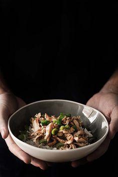 Receta rápida de pollo desmenuzado con salsa teriyaki al estilo de Camden Town, perfecto para acompañar un plato de arroz basmati.