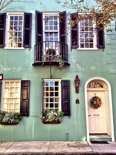Trendy Ideas For House Colors Exterior With Shutters Charleston Sc Exterior Paint, Exterior Design, Interior And Exterior, Beautiful Homes, Beautiful Places, Humble Abode, Historic Homes, Architecture, My Dream Home