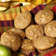Ha gyorsan sütnél valami finomat, egészségeset, akkor ez az almás, zabpelyhes muffin remek választás! Diabetic Recipes, Diet Recipes, Cake Cookies, Fudge, Sausage, Deserts, Paleo, Meat, Breakfast