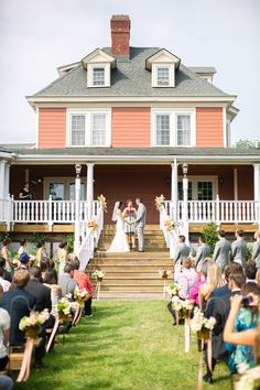 Ceremony at Ardmore Mansion at MountainView Manor in NY. Photography: Angela Newton Roy - angelanewtonroy.com