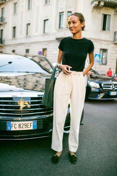 They Are Wearing: Milan Fashion Week Women's Spring 2018 – Sophia K. They Are Wearing: Milan Fashion Week Women's Spring 2018 Street style at Milan Fashion Week Women's Spring 2018 Milan Fashion Weeks, Fashion 2018, Fashion News, Fashion Trends, Cool Street Fashion, Look Fashion, Trendy Fashion, Womens Fashion, Fashion Spring