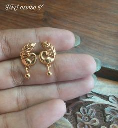 New Light Weight Daily Wear Gold Earrings Designs - Kurti Blouse Gold Jhumka Earrings, Jewelry Design Earrings, Gold Earrings Designs, Gold Jewellery Design, Designer Earrings, Necklace Designs, Gold Jewelry, Jumka Earrings, Gold Designs