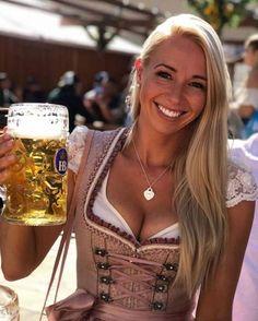 St Pauli Girl, Octoberfest Girls, Dirndl Outfit, German Beer Festival, Oktoberfest Outfit, Beer Girl, German Women, German Ladies, Vestidos