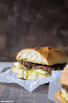 Lammsteak-Sandwich mit Bärlauchbutter & Taleggio.   malteskitchen.de