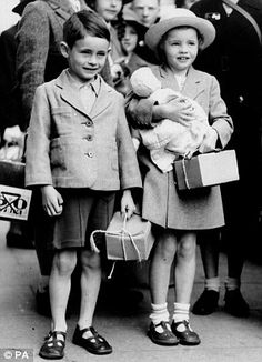 Memory lane: Michael Aspel (left) attended the reunion wearing a brown paper label identifying him as an evacuee. Right, the young Michael and a girl carry their gas mask boxes during the September 1939 evacuation Josephine Baker, Evacuees Ww2, Vintage Photographs, Vintage Photos, 1940s Photos, Old London, Kid Styles, World War Two, Fashion History