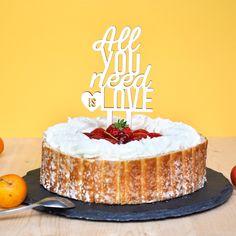 """Cake topper pour vos gâteaux """"All you need is Love"""" avec jeu de typographie"""