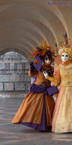 Venice Carnival: History & Field Guide to Venetian Masks! || via KissFromItaly.com
