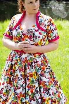 #newpattern #schwalbenliebe #Sommerliebzuckerstück  Das Sommerliebzuckerstück ist ein wundervolles Kleid im Stil der 50er und nur zu empfehlen!  #Schwalbensindtroy  https://www.schwalbenliebe.com/schnittmuster/zuckersl-sahne