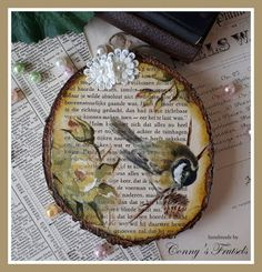 Conny's Frutsels: Go with the flow . Decoupage, Flow, Vintage World Maps, Crafts, Diy, Tutorials, Trunks, Craft Work, Do Crafts