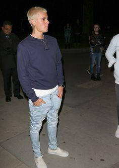 Justin Bieber Photos Justin Bieber is seen out enjoying a walk in Beverly Hills on February 26 Justin Bieber Walking in the Park in Beverly Hills Style Justin Bieber, Justin Bieber Outfits, Justin Bieber Photos, Justin Bieber Clothes, Fashion Mode, Mens Fashion, Vans Outfit, White Converse Outfits, Mode Streetwear