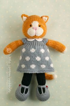 Little cotton rabbits (knitting and autism) Knitted Bunnies, Knitted Cat, Knitted Animals, Knitted Dolls, Chat Crochet, Knit Or Crochet, Crochet Toys, Animal Knitting Patterns, Little Cotton Rabbits