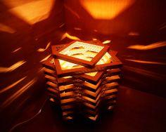 Lampada geometrica in cartone ondulato Stella