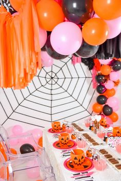 Halloween Smash Cake, Halloween Candy Bar, Pretty Halloween, Halloween Birthday, Halloween House, Halloween Kids, Happy Halloween, Halloween Stuff, Modern Halloween Decor