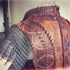 via deleriumreal - lagertha lagerthacosplay shieldmaiden lagerthalothbrok vikings vikingstyle vikingscosplay costumemaking history historychannel cosplay leather, tooling, bracers, chainmaille Viking Cosplay, Viking Costume, Vikings Costume Diy, Leather Armor, Leather Tooling, Larp, Lagertha Costume, Conquest Of Mythodea, Armadura Cosplay