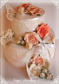 A 3D Wedding Cake.  3D paper crafts made by Inger Harding