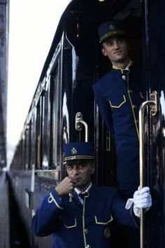All aboard the Venice Simplon-Orient-Express! Aline ♥ the Orient Express Train Tracks, Train Rides, Orient Express Train, Locomotive, Venice Simplon Orient Express, Train Journey, First Class, Vintage Travel, Luxury Travel