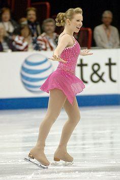 Rachael Flatt - pink dress with lots of crystal decoration Pairs Figure Skating, Figure Skating Competition Dresses, Figure Skating Costumes, Women Figure, Ladies Figure, Rhythmic Gymnastics Leotards, New Dress, Pink Dress, Ice Princess