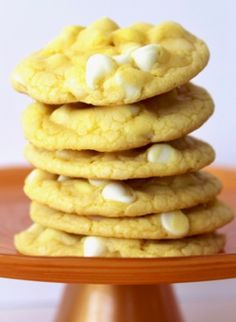 As hard as you might try, you won't be able to find anything better than cookies from cake mix. If you're a citrus lover, then these Delicious Lemon Cake Mix Cookies will be right up your alley. Cake mix recipes like this taste great. Strawberry Cake Mix Cookies, Lemon Cake Mix Cookies, Chocolate Cake Mix Cookies, Cake Mix Cookie Recipes, Lemon Cake Mixes, Dump Cake Recipes, Easy Recipes, Recipe Treats, Recipe Tasty