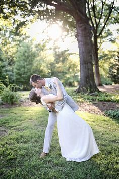 Katie Snyder Photography captures a groom kissing his bride in Georgia! Super Cute