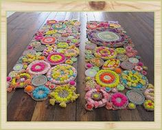 DIY Handmade Rug +Tutorial I'm thinking about making this. This one is made by Free People from rope, string, pom poms and tassels. Diy Pom Pom Rug, Diy Tapis, Diy Karton, Rope Rug, Sisal Rope, Papier Diy, Diy Cardboard, Craft Projects, Craft Tutorials