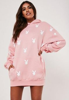 Playboy x Missguided Pink Repeat Print Oversized Hoodie Dress. Order today & shop it like it's hot at Missguided. Oversized Hoodie Dress, Hooded Sweater Dress, Pink Sweater Dress, Cropped Hoodie, Sweater Hoodie, Stylish Hoodies, Modelos Fashion, Cute Lazy Outfits, Aesthetic Clothes