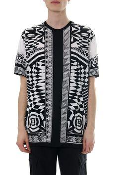 Versace Baroque Print Black & White T-shirt Versace Men, Baroque, Kimono Top, Short Sleeves, Mens Fashion, Black And White, Cotton, How To Wear, T Shirt