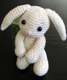 Un petit amigurumi lapin au crochet - patron gratuit
