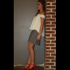 Some outfits weren't made to blend into the corner #dvf #freepeople #jcrew #headband