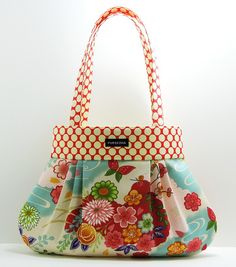 @Katie Schmeltzer Tocknell Pinkham you should make a bag like this. The bottom fabric looks kinda like one you have already.