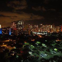 Instagram【tm_cherry27】さんの写真をピンしています。 《#Hawaii 🌺🌴 . 📍#TRUMPinternationalHotelwaikiki . 部屋から見える#夜景 もいい😍✨ #加工なし でこんなに綺麗😍#📸 リアルには敵わないけどね🙌🏻 . ハワイ来てからめっちゃ寝てる🛌💤笑 . #ハワイ #ハワイで一番いいホテル #結局やっぱりハワイが一番好き #TRUMPinternationalHotel #TRUMP #international #Hotel #waikiki #トランプ #インターナショナル #ホテル #ワイキキ #aloha #honolulu #oahu #travel #Nightview #Night #view #毎年行事 #毎年ハワイ #海外旅行 #タビジョ #genic_mag #genic_hawaii》