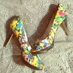 Very stylish and fun splatter print heels!!❕ ONLY WORN ONCE Do you want to make a statement?! Well, these are just the heels to make you do that! Very vibrant heels with yellow, blue, pink, red, purple, green,white and black. Have minor scuff marks on the heels and minor scratches but otherwise in really great condition! Must have! Bandolino Shoes Heels
