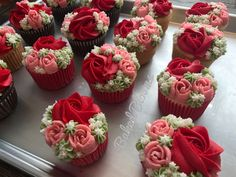 New cupcakes flower bouquet floral arrangements Ideas Cupcakes Design, Floral Cupcakes, Pretty Cupcakes, Mini Cakes, Cupcake Cakes, Cupcake Flower Bouquets, Bolo Floral, Pear Cake, Cake Tins