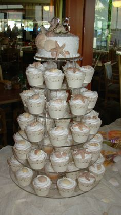 Lots of cute cupcake tower ideas and decorating inspiration