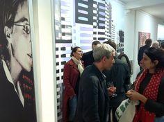 """Le soir du vernissage de l'exposition """"Monumental Urbain"""" d'Yves Buraud, galerie VivoEquidem, 6 octobre 2011, Paris"""