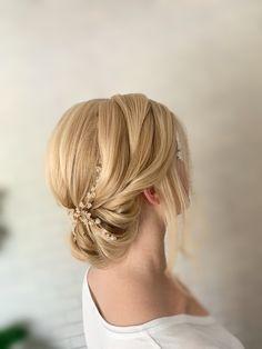 Beach Wedding Hair, Short Wedding Hair, Wedding Hair And Makeup, Gold Wedding, Hair Makeup, Blonde Bridal Hair, Blonde Hair, Short Hair Updo, Short Hair Styles