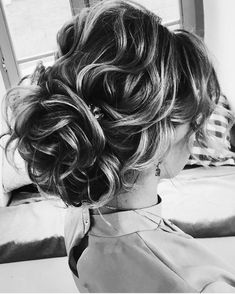 Messy updo wedding hairstyle,updo hairstyle inspiration,wedding updo,messy updo,messy updo hair ideas,bridal hairstyles